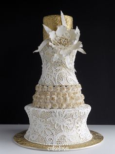 gold and white wedding cake with hand crafted flowers and a white lace overlay done by hand and a textured top tier. Cake: cakelava, Kailu, Oahu, HI White Wedding Cakes, Beautiful Wedding Cakes, Gorgeous Cakes, Pretty Cakes, Amazing Cakes, Lace Wedding, Elegant Wedding, Purple Wedding, Wedding White