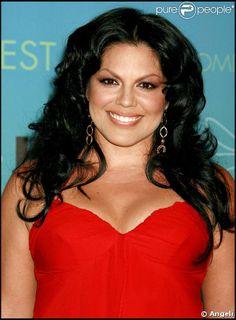 Sara Ramírez est une actrice mexicaine de télévision, de cinéma et de théâtre née le 31 août 1975 à Mazatlan, Sinaloa. Elle est surtout connue pour son rôle de Callie Torres dans la série Grey's Anatomy. Elle est également chanteuse auteur-compositeur. Elle a remporté en 2005 un Tony Awards pour son interprétation de la Dame du lac dans Spamalot