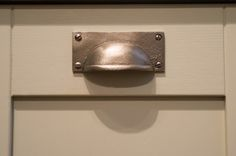 Pewter handle detail on shaker style kitchen cabinet - Sheffield Sustainable…