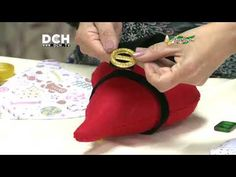 Noel Cortinero - YouTube Sprained Ankle, Phonograph, Christmas Crafts, Youtube, Sewing, Crochet, Fabric, Thimble, Ring Finger