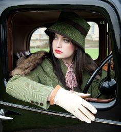 For more tips on Fashion at the Races, read http://eclipsemagazine.co.uk/fashion. #winter #racing #tweed #cheltenham #gloves #hat #headpiece