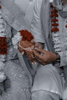 Wedding Couple Poses Photography, Cute Photography, Bridal Photography, Indian Aesthetic, Couple Aesthetic, Cute Muslim Couples, Cute Couples, Desi Wedding Dresses, Aesthetic Photography Grunge