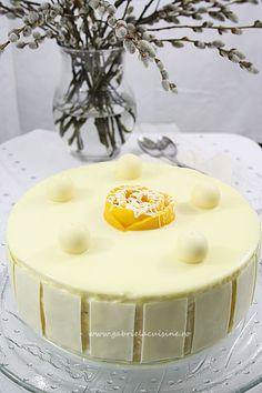 Tort cu mousse de mango si ciocolata alba/ Cake with mango mousse and white chocolate Mango Mousse, Manga, White Chocolate, Vanilla Cake, Birthday Cake, Ice Cream, Pudding, Sweets, Traditional