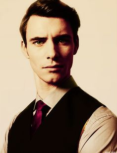 """Harry Lloyd, the actor who plays Viserys Targaryen in Game of Thrones and Son of mine on Doctor Who, is a descendant of Charles Dickens, an English major from Oxford University, and a Scorpio. And he's channeling a bit of Christopher Plummer here."""