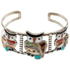 View this item and discover similar for sale at - This vintage Zuni bracelet is stunning and spectacular with three owls perched next to teach other decked out in mother of pearl, abalone, shell and turquoise. Bird Jewelry, Jewelry Art, Vintage Jewelry, Jewellery, Owl Bracelet, Cuff Bracelets, Owl Charms, Native American Jewelry, Turquoise Jewelry