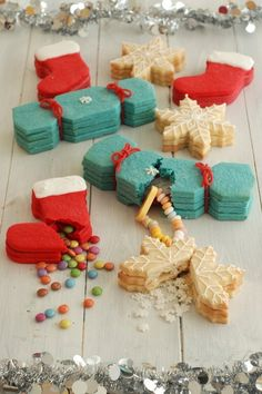 Christmas Cookies with Hidden Presents - omg sooooo cute for next year, or even year round for other occasions & holidays!