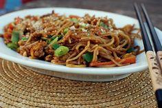 Před nedávnem jsem se vrátila změsíční cesty po Thajsku. Do té doby jsem žila vdomnění, že thajská kuchyně znamená jen curry – zelené... Vietnam, No Cook Meals, Japchae, Ham, Food And Drink, Yummy Food, Homemade, Baking, Vegetables