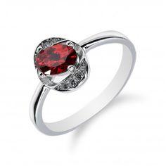 Drobný stříbrný prsten s rubínem a zirkony