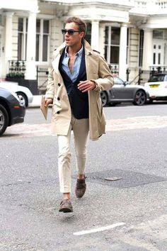 La gabardina es una de las prendas icónicas para la temporada de otoño-invierno. Pórtala en beige, un color clásico que te dará protagonismo.   Cómprala aquí: https://goo.gl/k4Faf3