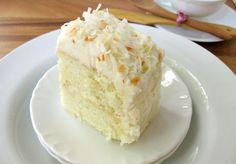 Bolo de Leite Condensado que também pode ser servido gelado, é muito saboroso. Cremoso lembra uma mousse ao comer. Receita na minha página: http://www.chefkbarbosa.com/#!bolo-de-leite-condensado/cjrw