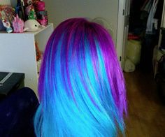 Blue and purple hair! Something I could never do in the professional world, but something I can still appreciate :) Funky Hairstyles, Pretty Hairstyles, Scene Hairstyles, Blue Purple Hair, Blue Ombre, Gloss Matte, Neon Hair, Ombre Hair, Bright Hair