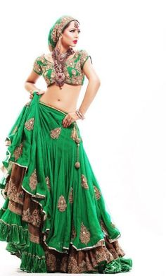 green with envy divinely green Indian sari skirt blouse layered with gypsy styling green velvet skirt as base (we used to hv a green velvet long Spanish flounced skirt in our dress up box, it was the best! Gypsy Style, Boho Gypsy, Gypsy Chic, Hippie Bohemian, Indian Dresses, Indian Outfits, Asian Fashion, Boho Fashion, Belly Dance Costumes