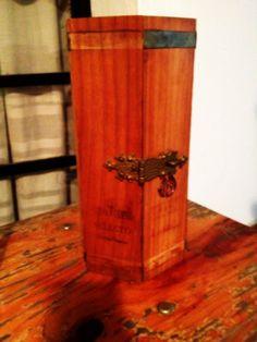 Envase especial de madera edición Bicentenario del Ron Santa Teresa, Venezuela 1796