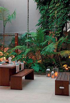 Adorei a solução para jardim lateral. Fica vistoso, com volume. http://casa.abril.com.br/materia/como-fazer-um-jardim-no-canteiro-do-quintal?utm_source=redesabril_casas_medium=ning_campaign=redesabril_casaclaudia