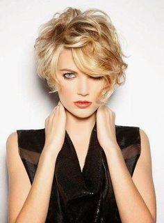 Parecía que el cabello corto era propiedad de los hombres. Sin embargo, cada vez son más las mujeres que se atreven a tomar las tijeras y cortar toda su melena para llevar el cabello bien cortito.Y es que esta representa la forma más cómoda y práctica de llevar el cabello: lo lavas y lo secas en un par de minutos,