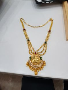 Simple Necklace Designs, Gold Necklace Simple, Gold Jewelry Simple, Gold Earrings Designs, Gold Necklaces, Indian Gold Jewellery Design, Gold Chain Design, Gold Haram, Gold Mangalsutra Designs