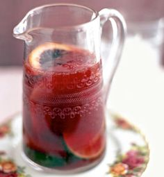 Blood Orange Sangria: orange vodka + sweet vermouth + blood orange + cabernet or zinfandel + simple syrup. Garnish with blood orange slices! Party Drinks, Cocktail Drinks, Fun Drinks, Yummy Drinks, Cocktails, Beverages, Drinks Alcohol, Cocktail Shaker, Mixed Drinks