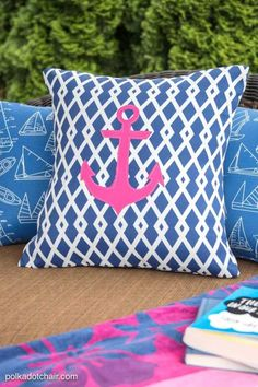 Outdoor Pillow | 23 DIY Throw Pillow Ideas To Spruce Up Your Living Room