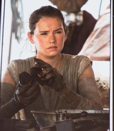 rey-star-wars-force-awakens-build-open-everyone-tumblr_nnio82dcmt1tdfi16o1_1280-jpg-471008d1430312135 (552×633)