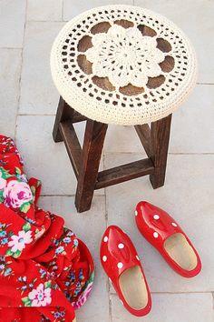 Crochet Stool Free Pattern from @creativejmom