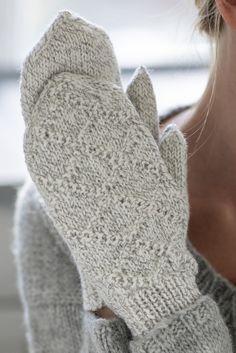 Kohoneulelapaset Knitting Patterns Free, Free Knitting, Knitting Socks, Knit Mittens, Knitted Gloves, Crochet Cardigan, Knit Crochet, Warm Blankets, Getting Cozy