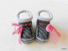 Strick- & Häkelschuhe - Babyschuhe Tracht grau mit Zopf - ein Designerstück von Annalie66 bei DaWanda