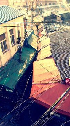 조세현 @three photo / 겨울아침 햇살아래 청계4가 골목길 지붕들이 매우 이국적으로 보였습니다 / 서울 종로 예지 / #골목 #지붕 #길 / 2014 01 11 /