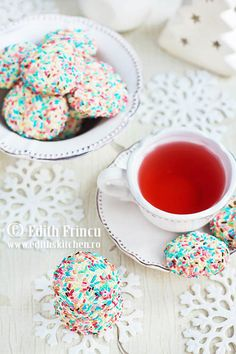 fursecuri confetti 3 Edith's Kitchen, Confetti Cookies, Good Food, Yummy Food, Romanian Food, Biscuit, Favorite Recipes, Sweets, Cooking