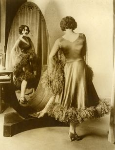 1930 love this dress... so simple yet glamours