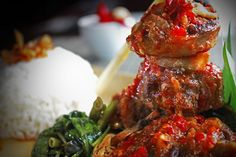BUNTUT MERCON Suitable for the tongue that loves spicy food, with 3 levels of spice served with steamed rice, savory and spicy sauce mixed with traditional chilies that make a flaming hot sensation on your tongue. Rp 99,000++/portion Available at The Mezzanine Restaurant