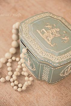 i have 2 biscuit tins very similar to this