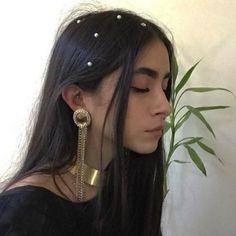 De las bodas a las calles: las perlas son la tendencia más linda para el pelo