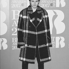 @brooklynbeckham: Great @burberry coat Brit Awards 2017, Brooklyn Beckham, Burberry Coat, Celebs, Blazer, Sweaters, Jackets, Fashion, Celebrities