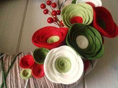 Items similar to Yarn Wreath Felt Handmade Holiday Door Decoration - Holiday Special on Etsy Felt Flowers, Diy Flowers, Fabric Flowers, Paper Flowers, Felt Diy, Felt Crafts, Fabric Crafts, Easter Crafts, Christmas Yarn Wreaths
