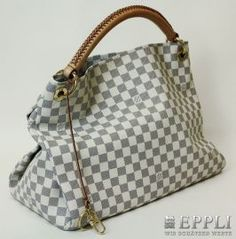 """LOUIS VUITTON Model """"ARTSY MM"""" luxurious handbag. In Damier Azur canvas, with leather grip, D-ring, Abstellsfüße, Bag charms, six buttons interior patch pockets, original invoice enclosed / purchase 2012, current NP? 1250-VERY SEXY MODEL! Starting Bid: € 660.00"""