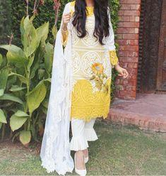 Pakistani Fashion Party Wear, Pakistani Bridal Dresses, Pakistani Dress Design, Pakistani Outfits, Kurta With Pants, Autumn Rain, Fashion 101, Dress Designs, Indian Designer Wear