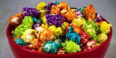 receita de pipoca doce-colorida Cooking Popcorn, Sweet Recipes, Dog Food Recipes, Sweet Popcorn, Colorful Birthday Party, Fruit Salad, Guacamole, Cupcake Cakes, Food Porn