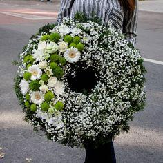 Funeral Floral Arrangements, Creative Flower Arrangements, Flower Box Gift, Flower Boxes, Church Flowers, Funeral Flowers, Funeral Planning, Sympathy Flowers, Wedding Wreaths