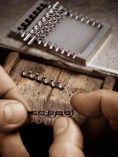 Assembling the gold links
