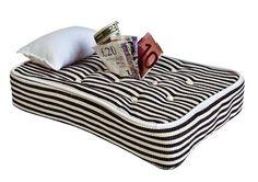 Non esistono valute, né banche sicure. La risposta alla crisi è sempre la stessa: il caro e vecchio materasso :)  www.giwamaterassi.it  #crisi #euro #materassi