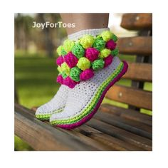 To show you some really amazing slipper style we have these DIY 30 easy fast crochet slippers patterns that you can try at home and thus save a lot of your mon Fast Crochet, Crochet Diy, Crochet Boots, Crochet Clothes, Simple Crochet, Diy Crochet Patterns, Crochet Slipper Pattern, Crochet Motifs, Crochet Projects