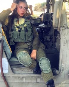 Idf Women, Military Women, Israeli Female Soldiers, Israeli Girls, Tough Woman, Outdoor Girls, Army Uniform, Military Girl, Warrior Girl