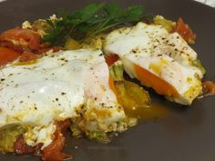 Tigaie cu legume şi ouă ochi Pesto, Eggs, Chicken, Breakfast, Recipes, Omelettes, Box Lunches, Morning Coffee, Recipies