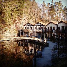 #abrahavn#dyreparken Kristiansand, Mansions, House Styles, Instagram, Home Decor, Mansion Houses, Homemade Home Decor, Manor Houses, Fancy Houses