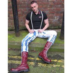 Svelte skin……….. dropitin:  like to feel his boots!