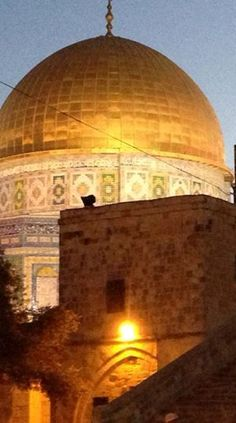 the Dome of the Rock at night Islamic Architecture, Art And Architecture, Dome Of The Rock, Urban Sketching, Palestine, Jerusalem, Islamic Art, First Night, The Good Place