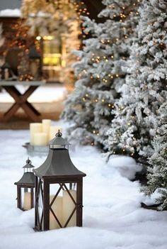 Freshly fallen snow, Christmas lights and glowing lanterns. Noel Christmas, Winter Christmas, Winter Holidays, Christmas Lights, Christmas Decorations, Vintage Christmas, Christmas Mantles, Winter Snow, Christmas Garden