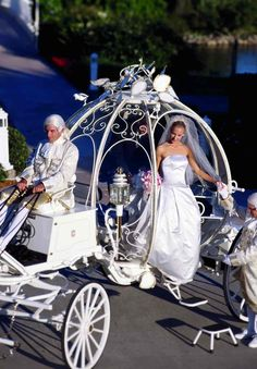 Weddbook ♥ Fairytale Wedding Car for dream wedding. Cindrella's wedding car used for weddings at Disneyland. Cinderella Carriage, Cinderella Wedding, Cinderella Coach, Cinderella Theme, Cinderella Pumpkin, Princess Carriage, Cinderella Disney, Princess Wedding, Disney Princesses