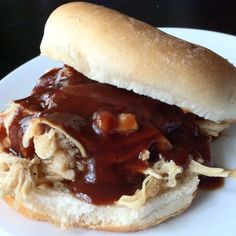 Overnight Crockpot chicken breasts, shredded & topped with vinegar BBQ sauce on a whole grain bun.very lowfat! Vinegar Bbq Sauce, Crockpot Recipes, Chicken Recipes, Broiler Chicken, Bbq Sauces, Smoking Meat, Sweet Tea, Chicken Breasts, Eat Healthy