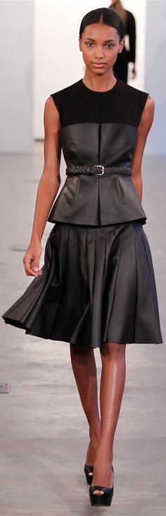 Calvin Klein Collection New York - Pre-Fall 2012 2013 - Shows - Vogue. Runway Fashion, High Fashion, Fashion Beauty, Fashion Show, Fashion Design, Fashion Details, Fashion Ideas, Women's Fashion, Fashion Trends